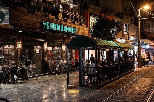 מסעדות ופאבים בלילה באנטליה