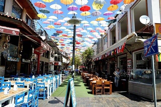 רחוב מסעדות באנטליה